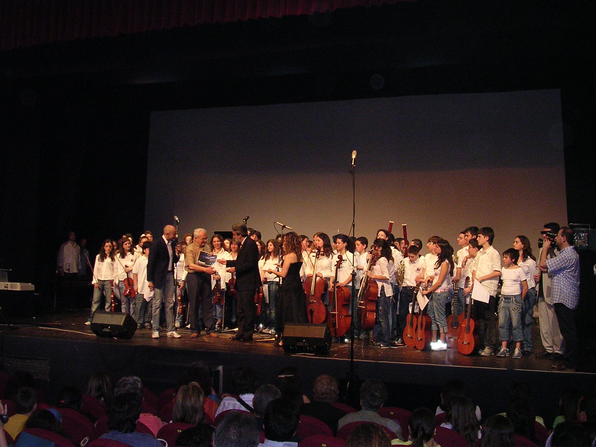 Orchestra Monterisi premiata dal Maestro Beppe Vessicchio